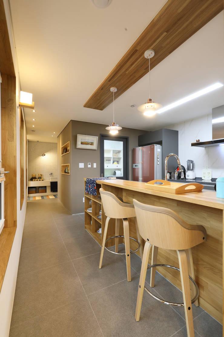 원주반곡동주택 주방: 주택설계전문 디자인그룹 홈스타일토토의  주방 설비