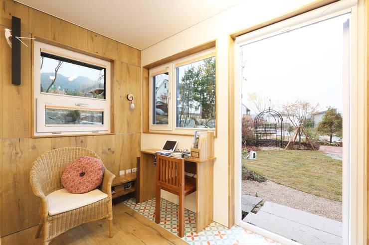 원주반곡동주택 응접실: 주택설계전문 디자인그룹 홈스타일토토의  다이닝 룸