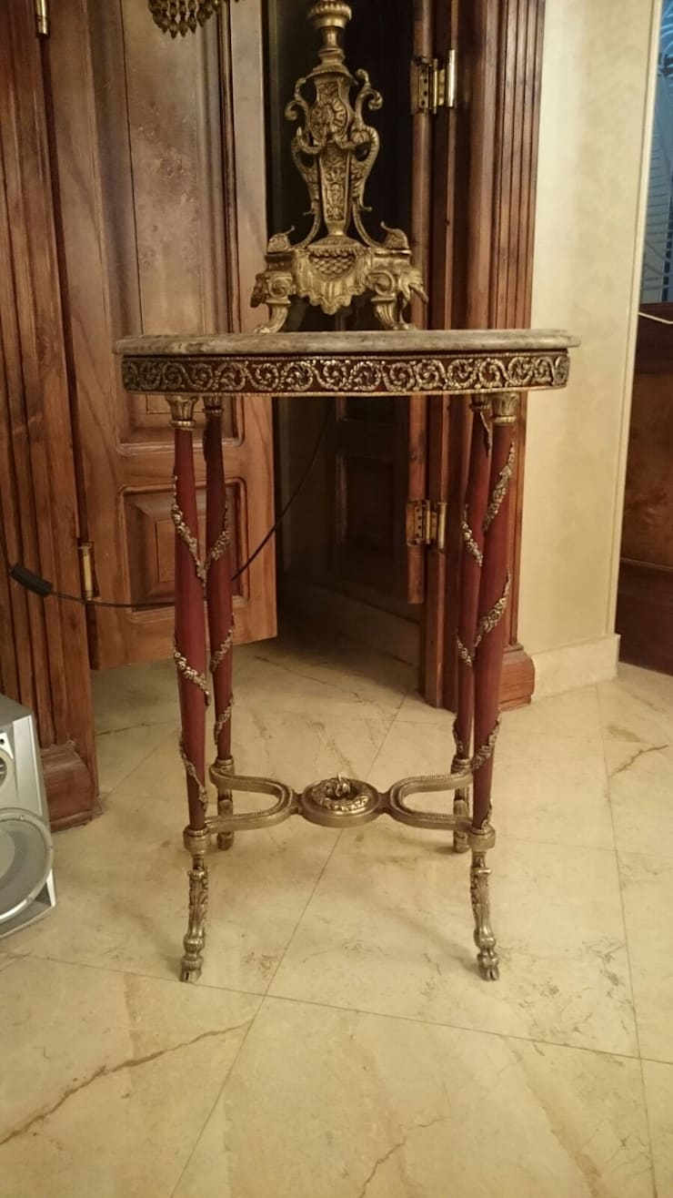 Oval side table decorated with bronze:  المنزل تنفيذ NADIA .Gallery