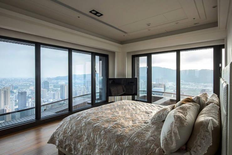 華人匯:  臥室 by 雅群空間設計