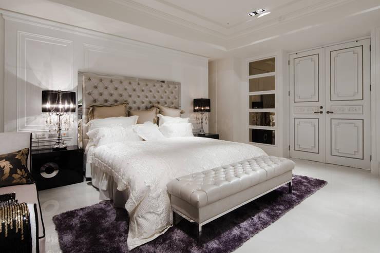 貝拉莫里:  臥室 by 雅群空間設計