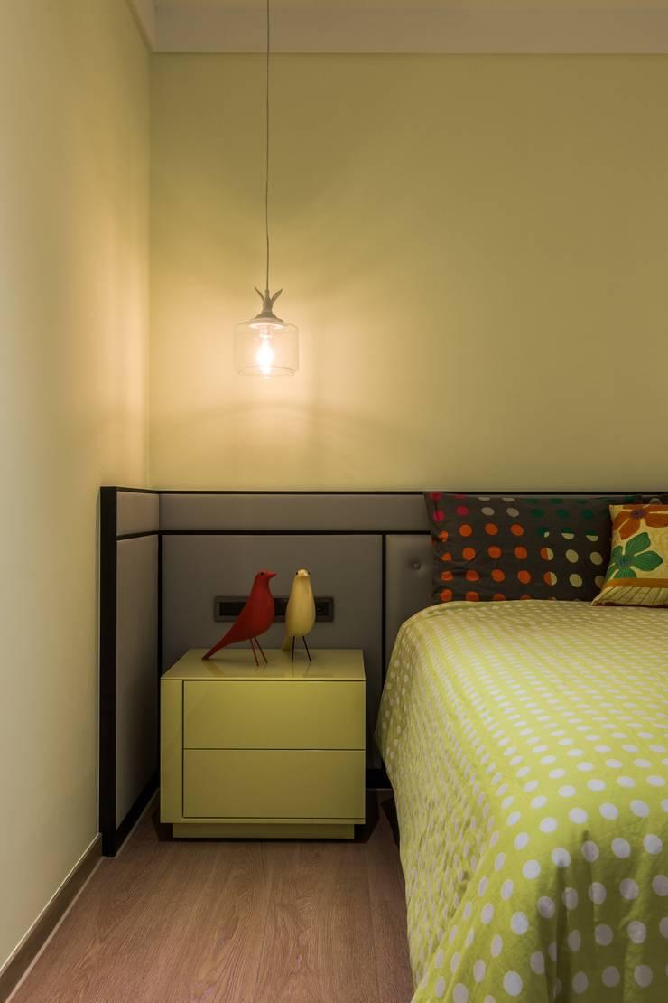 馨馥華:  臥室 by 雅群空間設計