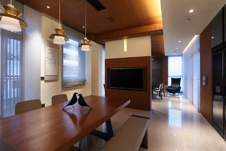 美術南五街:  書房/辦公室 by 雅群空間設計