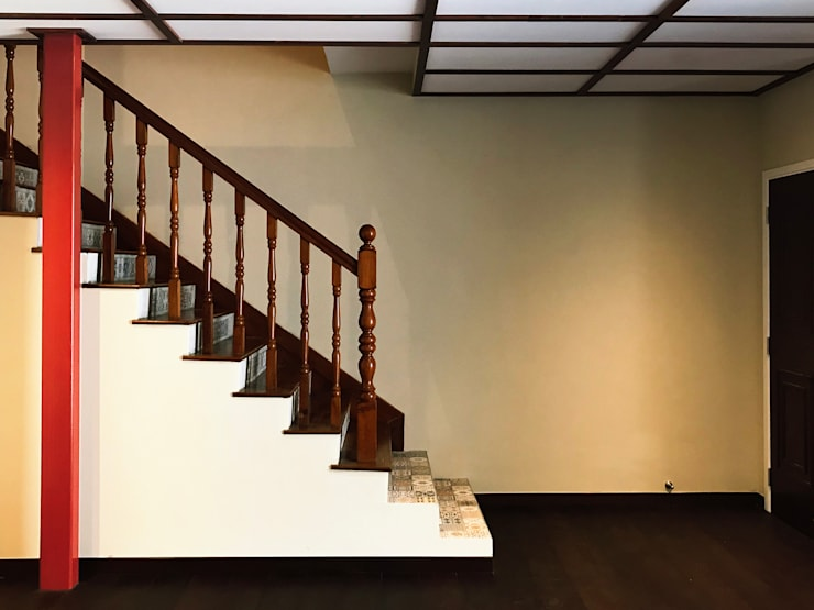 Terrace House at Terang Bulan:  Stairs by Quen Architects,Eclectic
