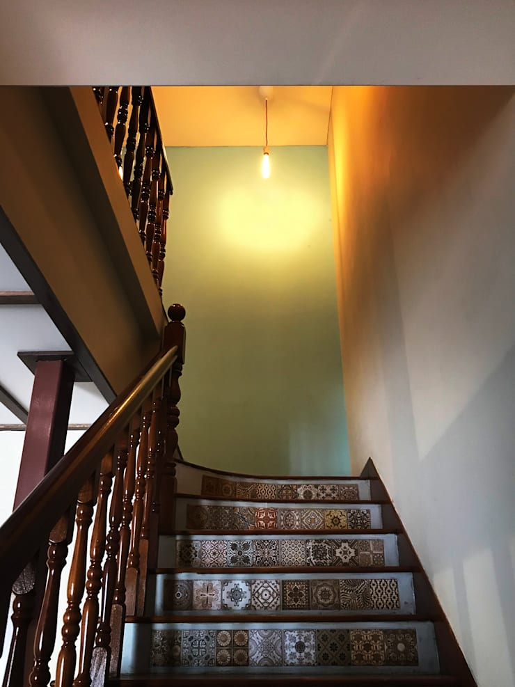 Terrace House at Terang Bulan:  Stairs by Quen Architects