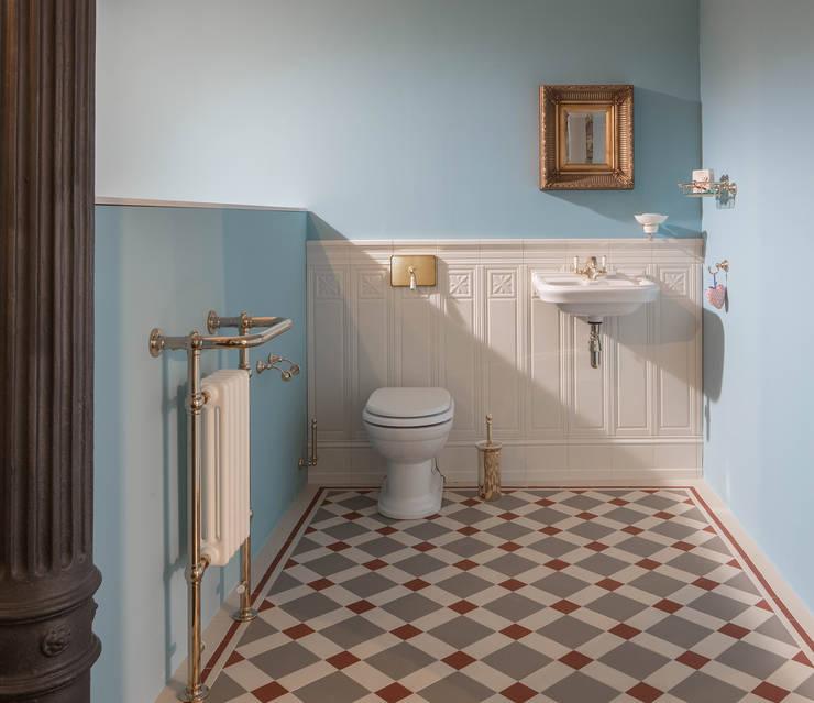 Badezimmer im englischen Stil von Traditional Bathrooms GmbH | homify