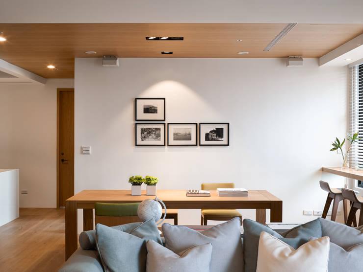簡單明亮的餐廳:  餐廳 by Fertility Design 豐聚空間設計