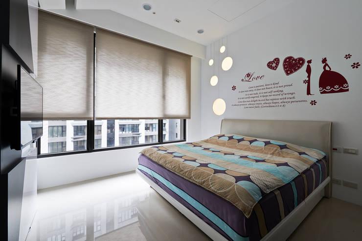 新莊郭公館:  臥室 by Moooi Design 驀翊設計