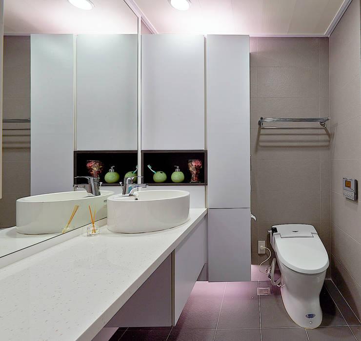 新莊郭公館:  浴室 by Moooi Design 驀翊設計