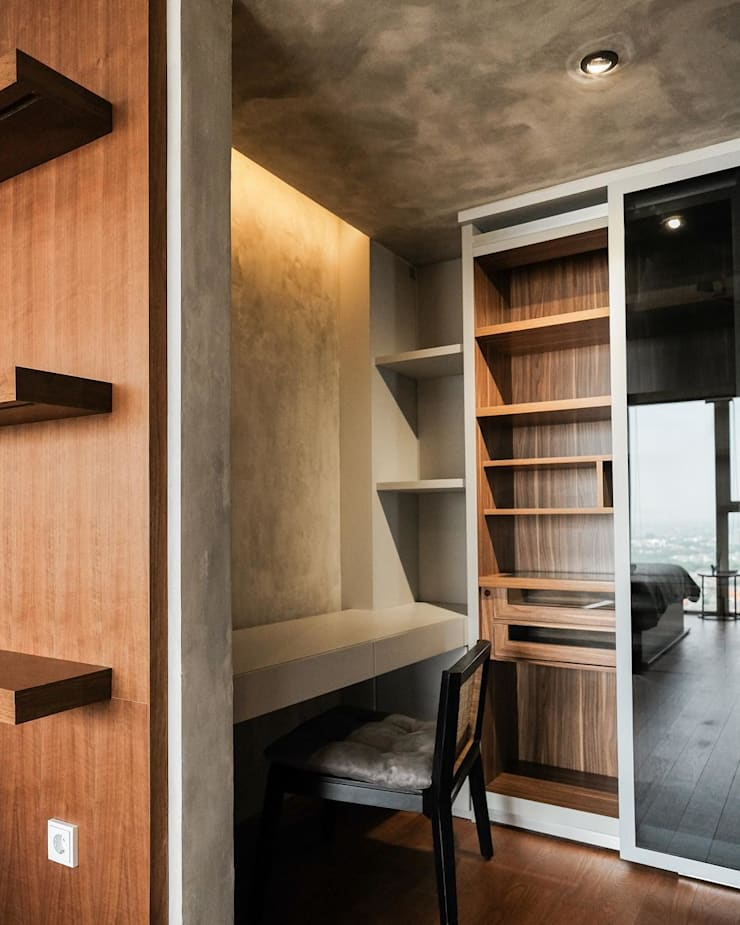 Pondok Indah Residence:  Ruang Kerja by FIANO INTERIOR