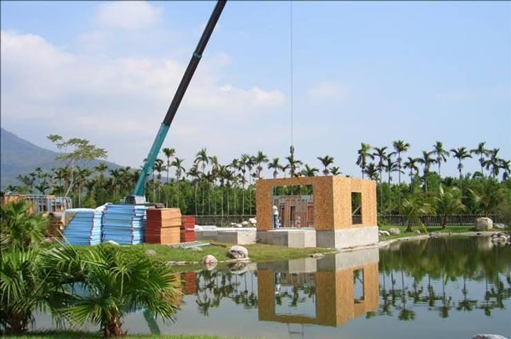 快速搭建起樑柱牆面:  度假別墅 by 安居住宅有限公司
