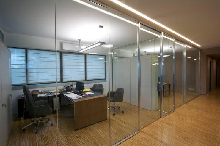 uffici direzionali: Complessi per uffici in stile  di Daniele Arcomano