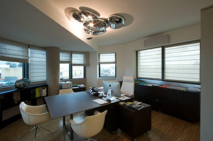 ufficio direzionale: Complessi per uffici in stile  di Daniele Arcomano