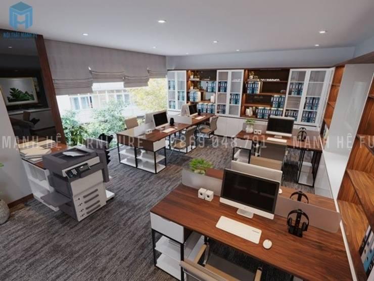 Tổng quan nội thất của văn phòng rộng 70m2 này lấy gam màu xám là gam màu chủ đạo cho căn phòng:  Phòng học/Văn phòng by Công ty TNHH Nội Thất Mạnh Hệ