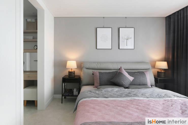 내추럴한 감성이 담긴 부천 아파트 인테리어 : 이즈홈의  침실