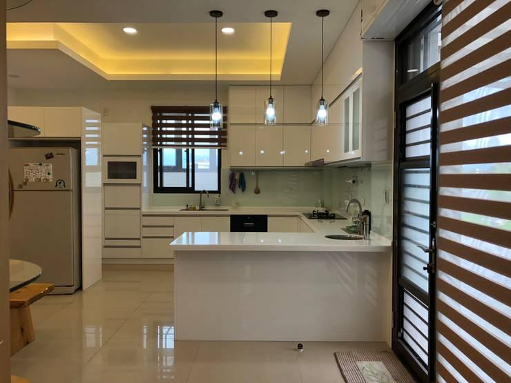住宅:休:  廚房 by 先勁室內裝修有限公司