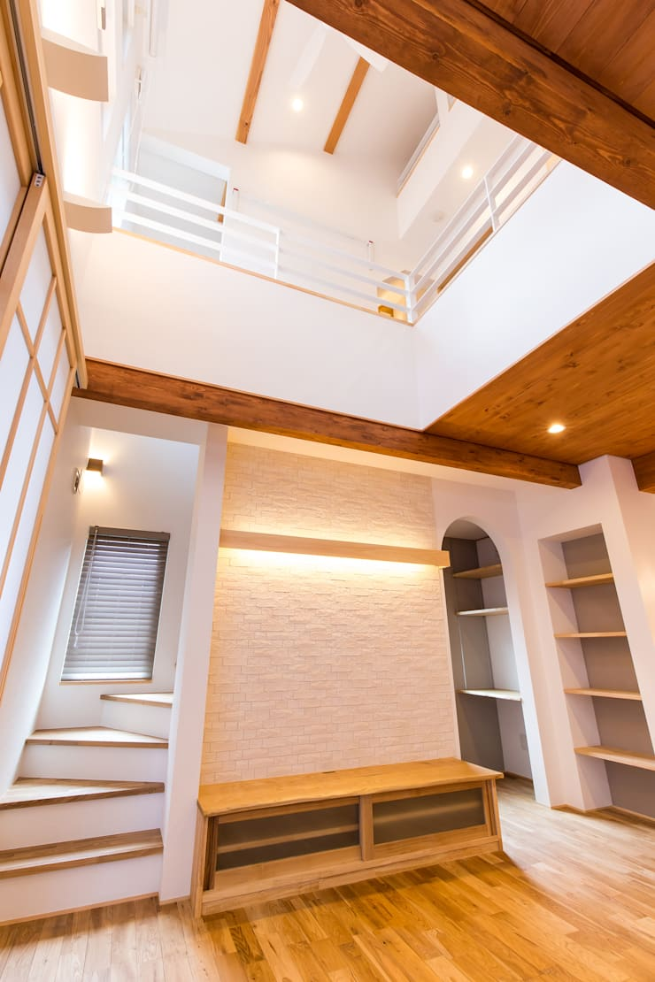 安曇野の家。: 株式会社ルティロワ 一級建築士事務所が手掛けたリビングです。,