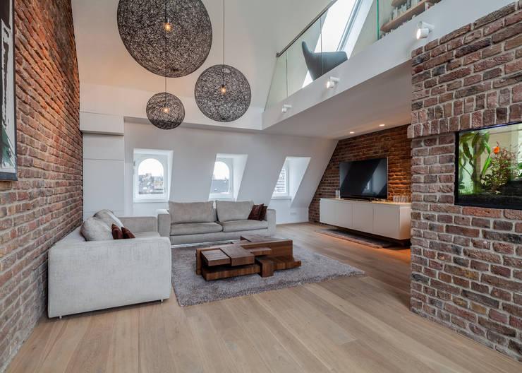 现代客厅設計點子、靈感 & 圖片 根據 Sebastian Hopp PHOTOGRAPHY 現代風