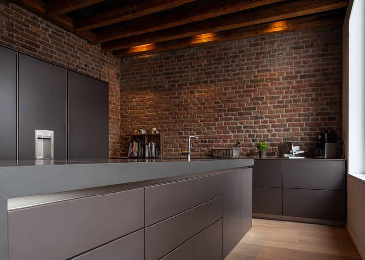現代廚房設計點子、靈感&圖片 根據 Sebastian Hopp PHOTOGRAPHY 現代風