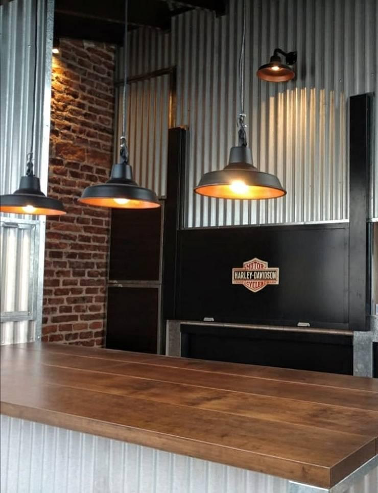 Lámparas Galponeras Colgantes Iluminación Estilo Industrial Deco Loft: Livings de estilo  por Lamparas Vintage Vieja Eddie,