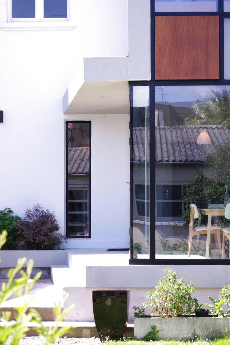Extension d'une maison de ville : Fenêtres de style  par Créateurs d'interieur