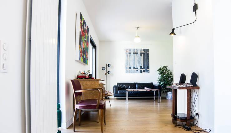 Extension d'une maison de ville : Salon de style  par Créateurs d'interieur