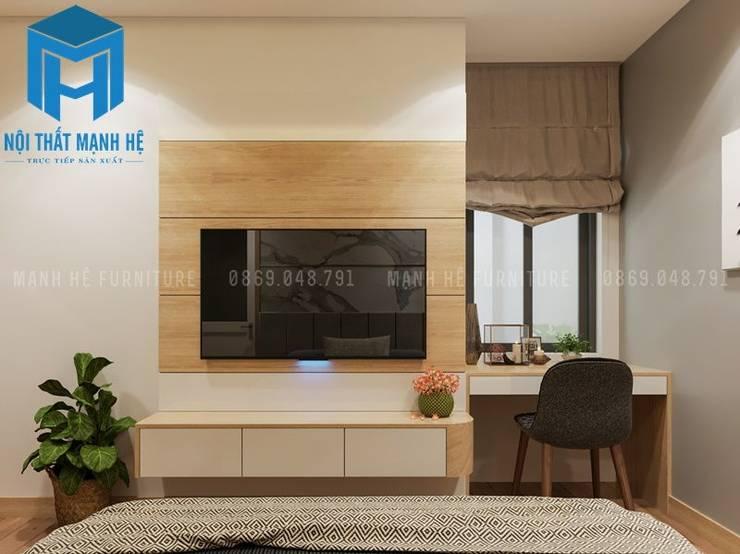 Kệ tivi treo tường có các ngăn đựng đồ khá tiện ích, bên cạnh đó bàn làm việc được đặt ngay cạnh cửa sổ khá hợp lý:  Phòng ngủ by Công ty TNHH Nội Thất Mạnh Hệ