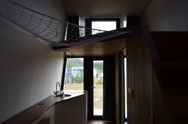이동식주택 <q>호텔 마름모</q>: 마룸의  방