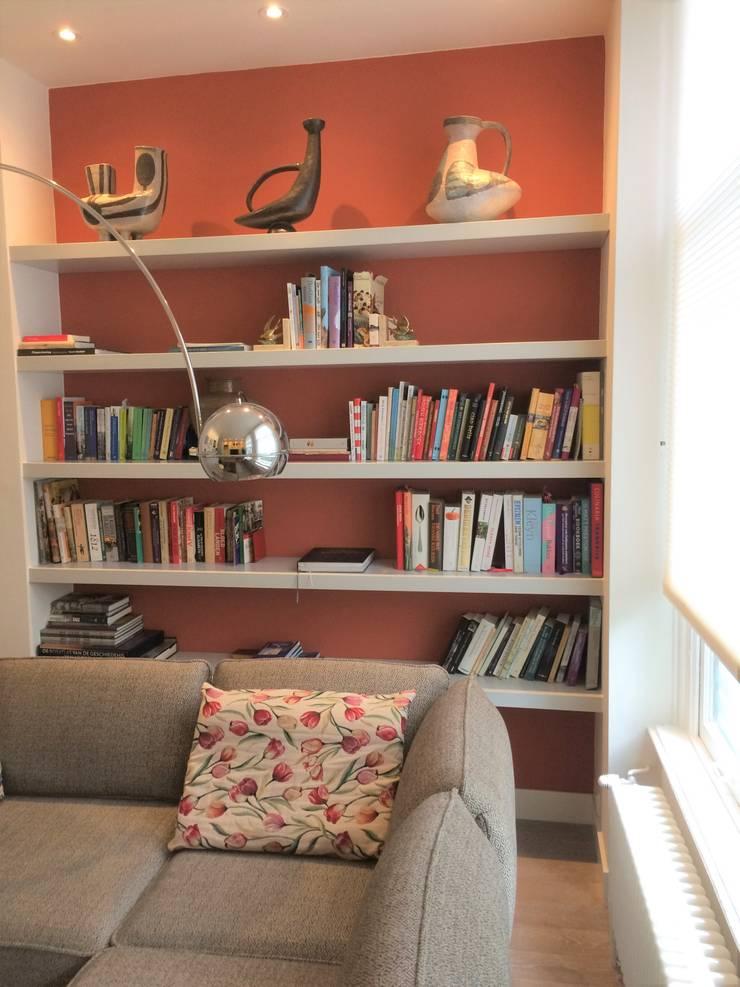 warme relaxplek, t.v. kamer:  Woonkamer door Brenda van der Laan interieurarchitect BNI, Modern Hout Hout