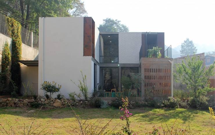 Casa Santa Rita: Casas unifamiliares de estilo  por Apaloosa Estudio de Arquitectura y Diseño
