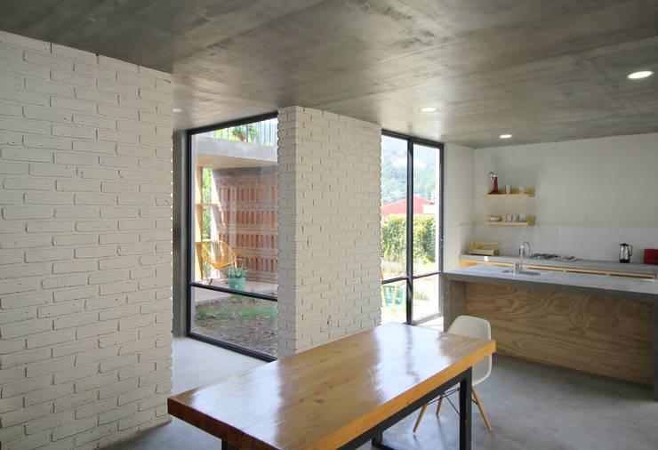 Casa Santa Rita: Comedores de estilo  por Apaloosa Estudio de Arquitectura y Diseño