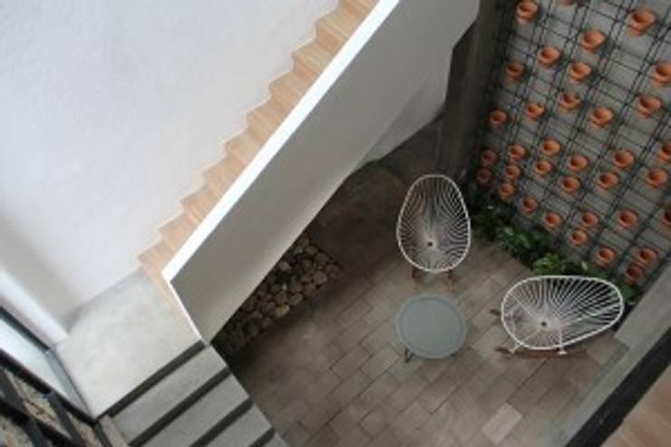 Casa Jardín: Terrazas de estilo  por Apaloosa Estudio de Arquitectura y Diseño