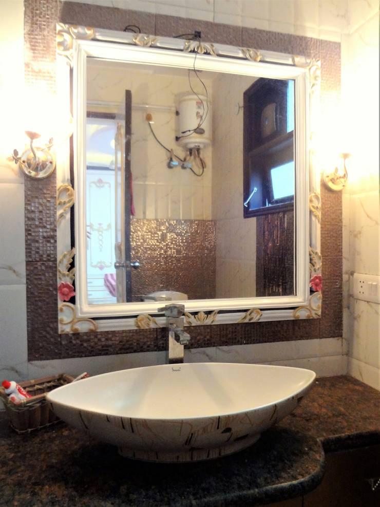 Baños de estilo  de Mehak Lochan Design, Clásico Azulejos