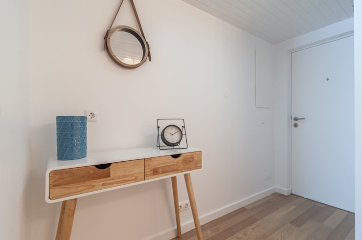 HALL: Corredor, hall e escadas  por OW ARQUITECTOS lda | simplicity works