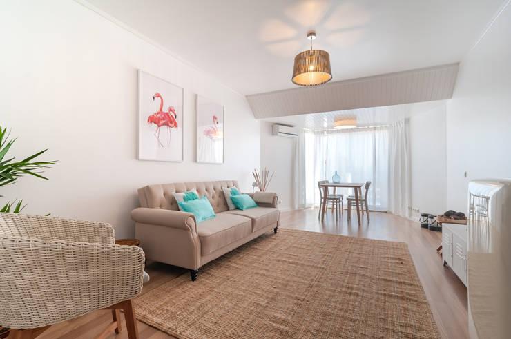 SALA COMUM: Salas de estar  por OW ARQUITECTOS lda | simplicity works