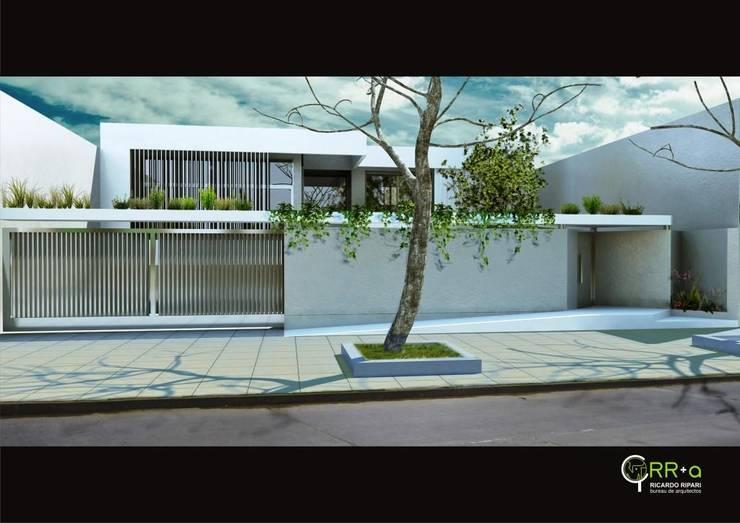 Fachada acceso   : Casas unifamiliares de estilo  por Rr+a  bureau de arquitectos - La Plata,