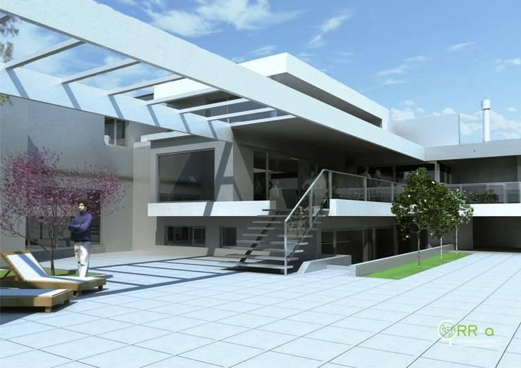 Expansión del estar comedor , a medio nivel : Casas unifamiliares de estilo  por Rr+a  bureau de arquitectos - La Plata,