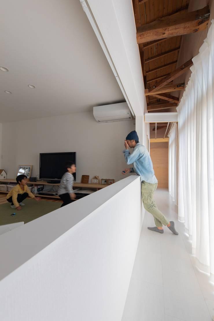 ห้องนั่งเล่น โดย インデコード design office, โมเดิร์น แผ่นไม้อัด Plywood