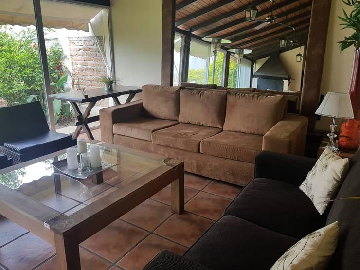 Remodelación de Quincho en Salta por A3 Arquitectas: Livings de estilo  por A3 arquitectas - Salta,