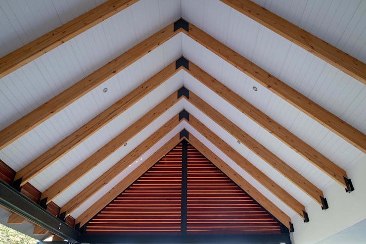 Gable roof by ENDesigns Architectural Studio