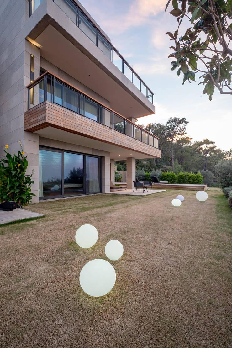 Garden by Slash Architects