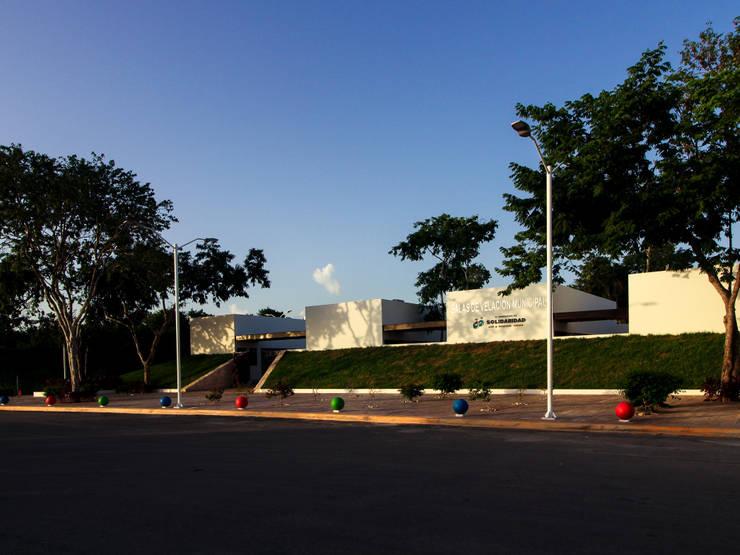 Funeraria: Casas de estilo  por EMERGENTE | Arquitectura