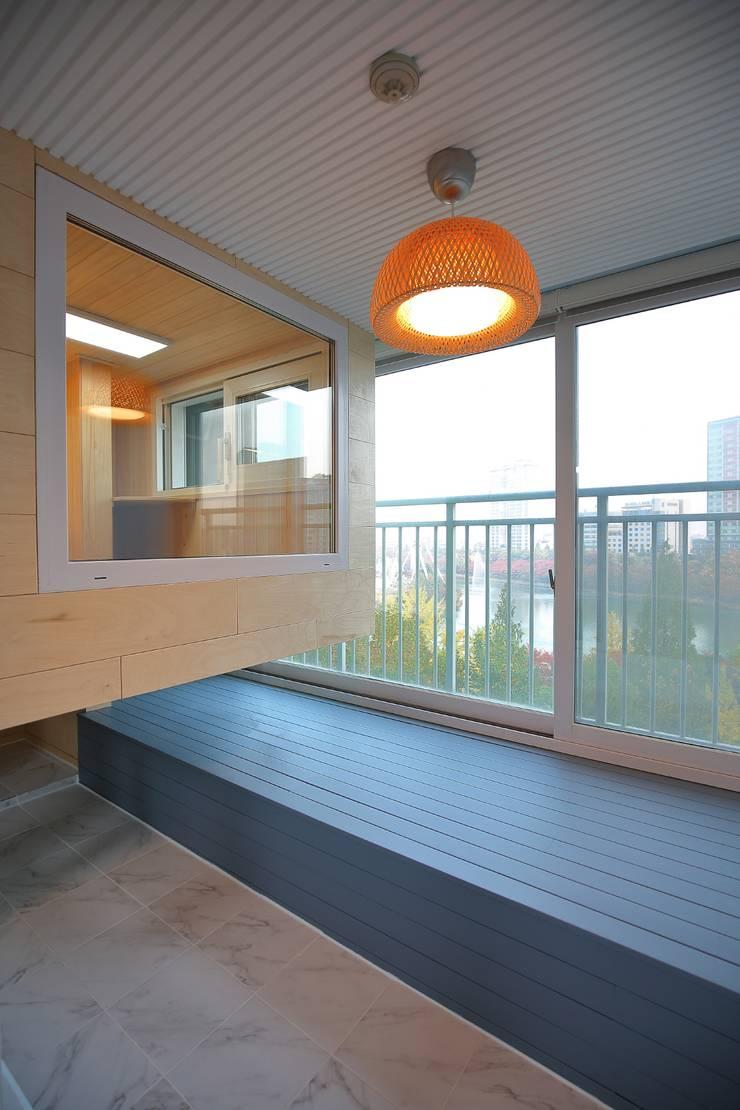 Hiên, sân thượng theo inark [인아크 건축 설계 디자인], Tối giản