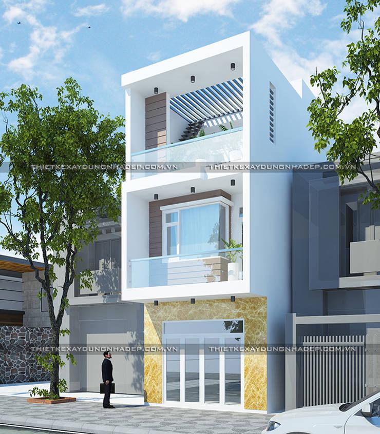 Mẫu nhà 1 trệt 2 lầu đơn giản:  Nhà nhỏ by Công ty cổ phần tư vấn kiến trúc xây dựng Nam Long