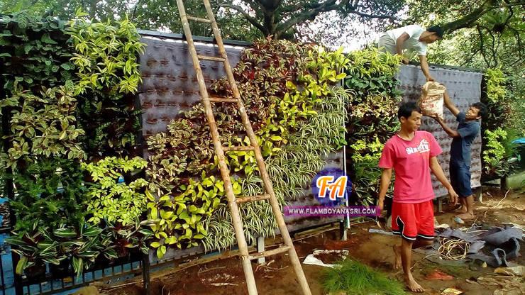 Taman Vertikal Di Depan Rumah:  Restoran by Tukang Taman Surabaya - flamboyanasri