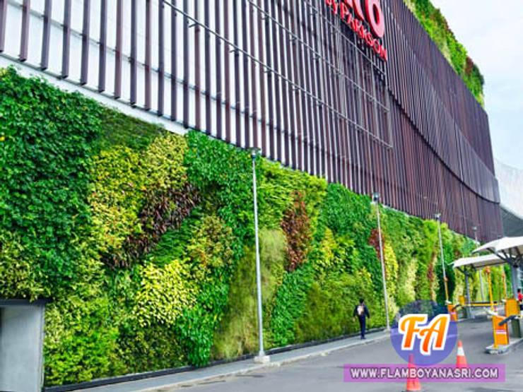 Taman Vertikal Pada Dinding Kantor:  Gedung perkantoran by Tukang Taman Surabaya - flamboyanasri