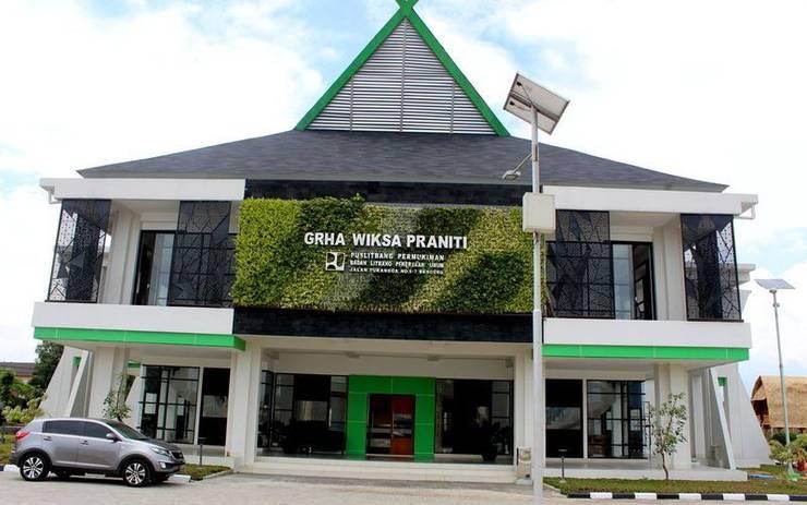 Tukang Taman Vertikal Jakarta:  Gedung perkantoran by Tukang Taman Surabaya - flamboyanasri