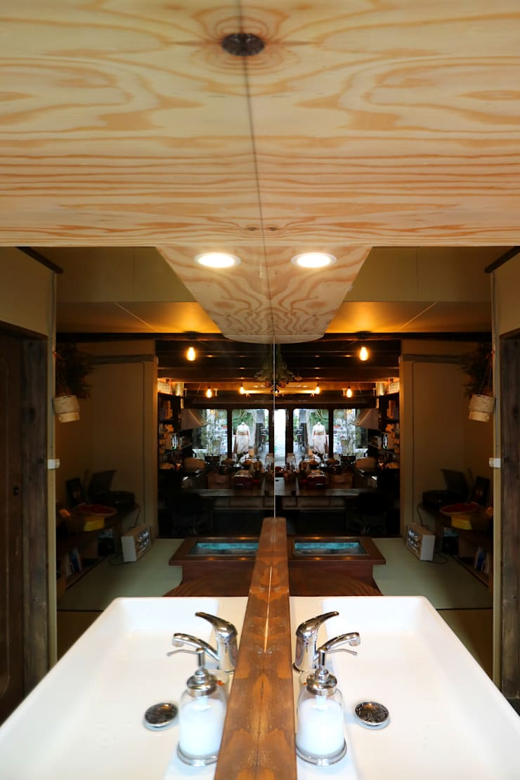 Hotels by INTERIOR BOOKWORM CAFE, Asian Plywood