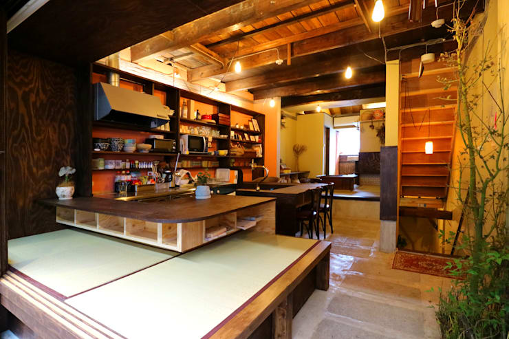 Offices & stores by INTERIOR BOOKWORM CAFE, Asian Plywood