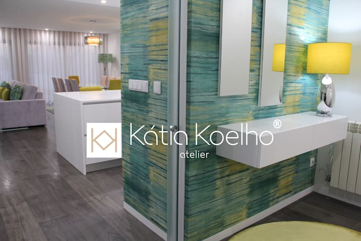 Projeto de Moradia em Esposende: Corredores e halls de entrada  por Atelier Kátia Koelho,